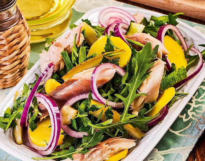 Салат из копчёной рыбки с картофелем